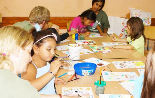 Volunteers-children-arts-bulgaria