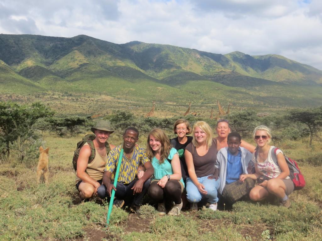 Volunteers-on-walkabout-on-Kenya-Masai-programme.-1024x768