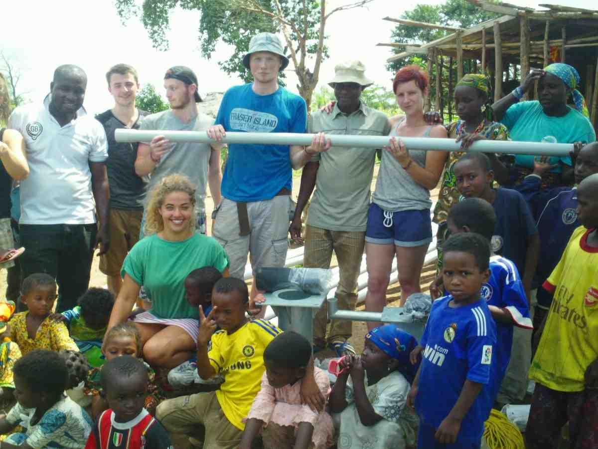 ghana_volunteers_at_water_project_optimised