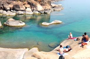 rocks-at-cape-mcclear-malawi