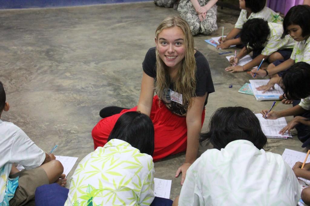 teaching-abroad-volunteer-1024x682