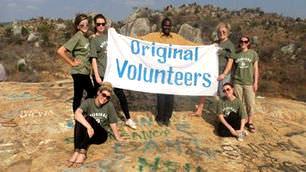 volunteers-on-tanzania-Iringa-escarpment-with-original-volunteers-banner