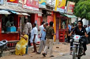 india-pondicherry-street