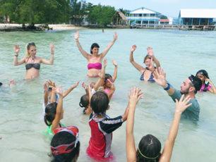 swimming-classes-for-local-children-honduras